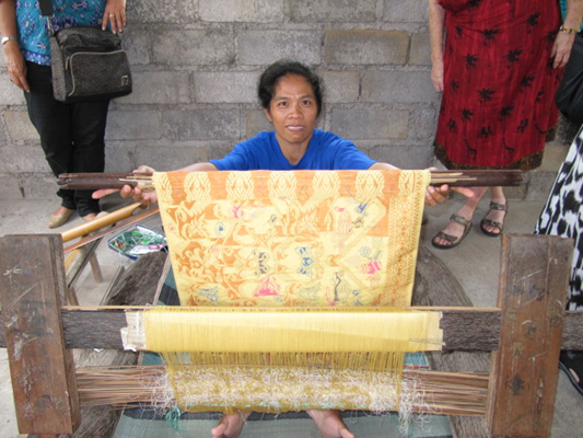The weavers take great pride in their work and can help support their families with part-time work in the home. These backstrap looms collapse and are taken home by the women so they can work as they have time.